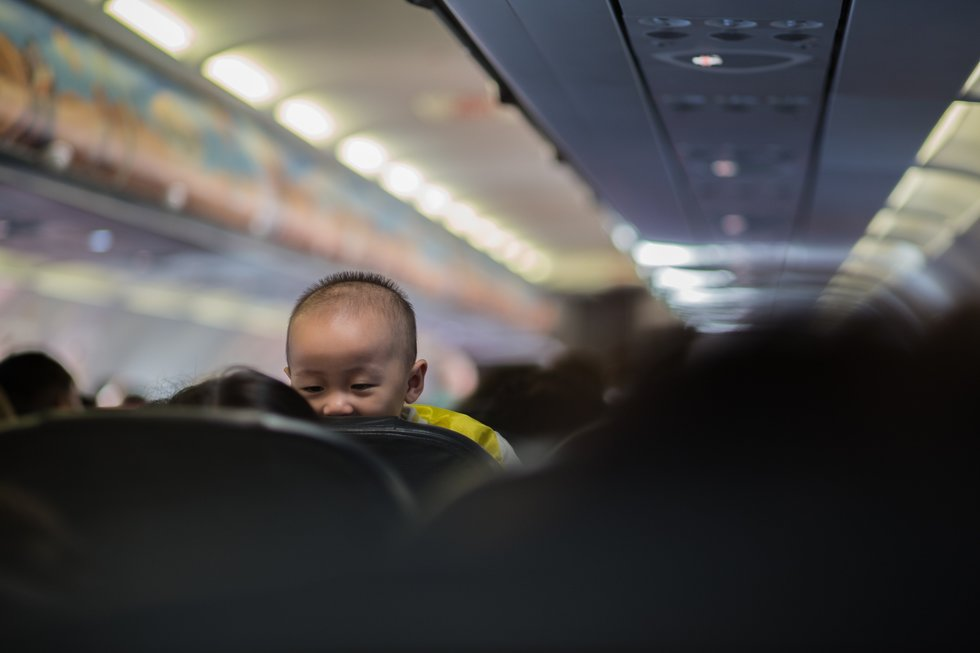 repülőn gyerekkel