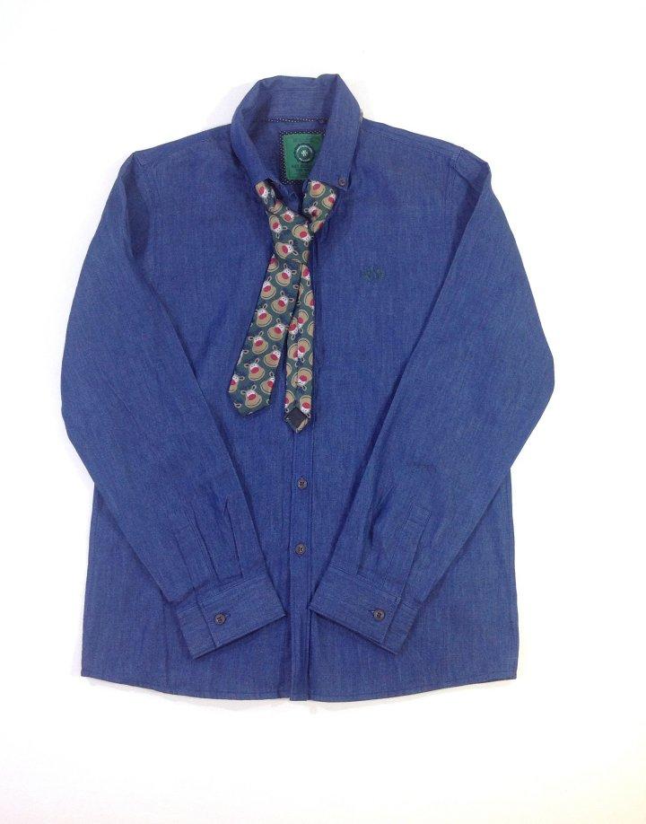 Next famer fiú ing Rudolfos nyakkendővel